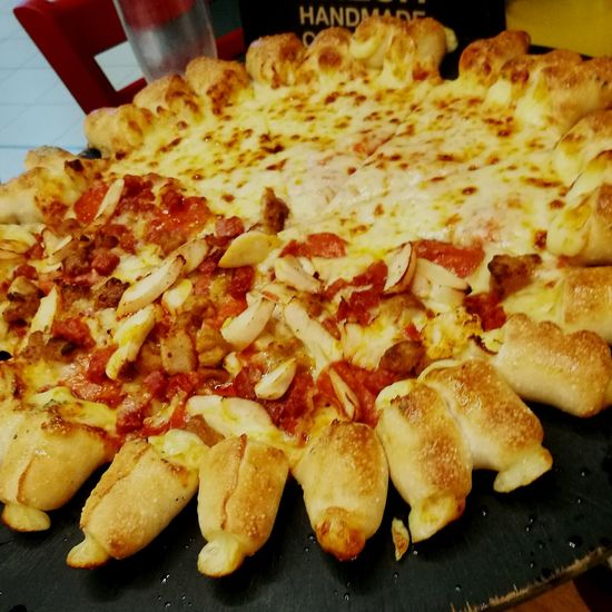 Pizza hut Having Lunch Lunch Out Pizza Hut  Cheesy Bites Halfandhalf Halfandhalfpizza Withmother Withbrother Yummy Yummyfood Treat