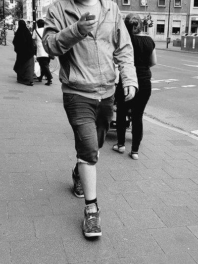 Portrait Portrait Of A Man  Headless Headless_collection Smartphone Syndrome Black And White Portrait Black And White Collection  Black And White Photography Streetphoto_bw Street Photography Street Life City Life City Street My City Mobile Phone GalaxyS7Edge