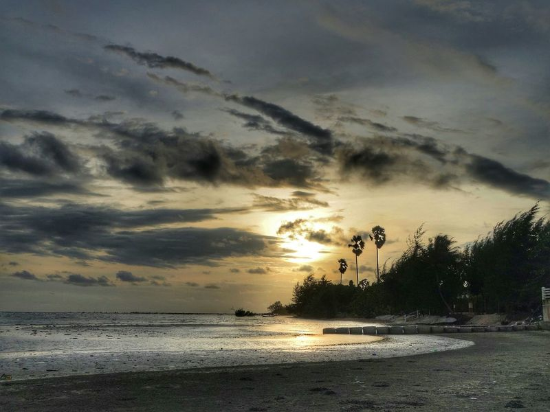Sunset Sunset #sun #clouds #skylovers #sky #nature #beautifulinnature #naturalbeauty Photography Landscape [ Sunset_collection Sky Sky_collection Sky And Clouds Sky And Sea Beach Beach Photography Sony Qx100