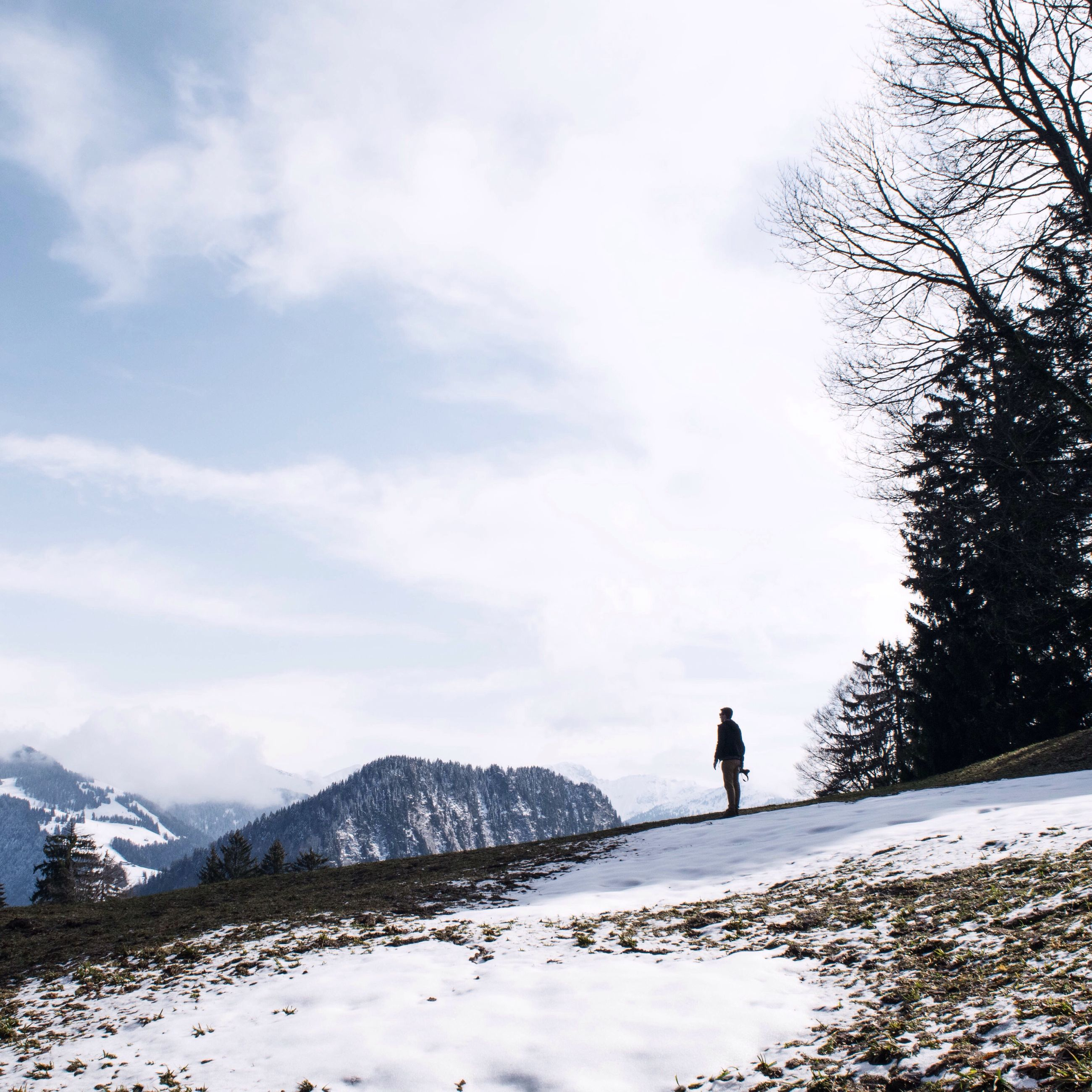 snow, winter, cold temperature, season, weather, mountain, tranquil scene, leisure activity, sky, tranquility, lifestyles, rear view, full length, nature, men, beauty in nature, walking, scenics