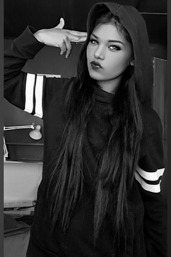 Selfie ✌ Photograph Love ♥ Photooftheday love yourself Love To Take Photos ❤ EyeEm Selects person Rappers Rapper Longhair Portrait Beautiful Woman Beauty Young Women Females Beautiful People Glamour Looking At Camera Fashion Elégance