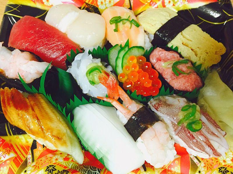 今日は田舎のお祭り、ぜひ腊八粥を食べて、でも私は腊八粥作れません、残念です?、だから寿司を替える、安いですが、美味しい?