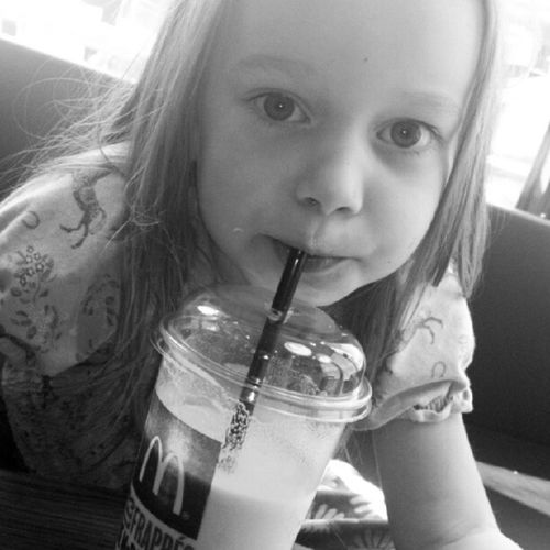 Girl Mcdonalds Milkshake Bw blackandwhite sw schwarzweiss