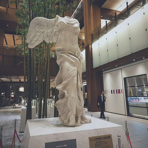 ニケ!!パリに行けない私はレプリカでも会えてうれしい〜( ;∀;) Vscocam Nike Roppongi Tokyomidtown Art Sculpture Tokyowalk Tokyo