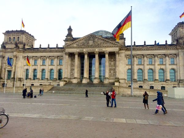 Alemania Architecture Berlin Building Exterior Built Structure City Day Façade Flag Germany Government History Large Group Of People Leisure Activity Lifestyles Men Outdoors Parlament People Real People Sky Tourism Travel Travel Destinations Women