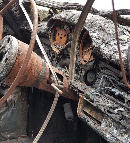 Gutted Gutted Car Old Car Oldtimer Fire Burned Car Burned Burned Out Burned Out Cars Burned Objects Scrap Metal Car Background Cover Vandalism