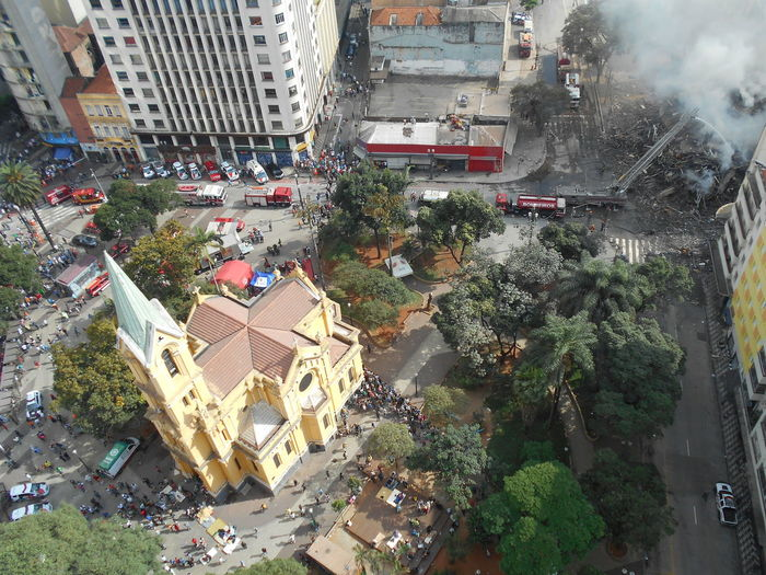 Day 1. Donations come flooding in. Building Collapse: Inner City Calamity in downtown São Paulo at Largo do Paissandú; 3 am May 1, 2018. The abandoned former Federal Police steel and glass skyscraper, which had been invaded by street people, imploded in the early morning hours and the neighboring buildings, including the Lutheran Church on Avenida Rio Branco, were destroyed by fire as well. This photo taken in the afternoon of May 2, 2018 at Largo do Paissandú. This photo shows donations arriving at the front door step of the church. Igreja Nossa Senhora Do Rosário Dos Homens Pretos Largo Do Paissandu May 1, 2018 Susan A. Case Sabir Unretouched Photography Building Collapse Building Implosion Charity Charity And Donation Charity And Relief Work Controlled Chaos Downtown São Paulo High Angle View Implosion Not A Drone Photo Outdoors Responsiveness Save Street Photography Unexpected Event Urban Photography