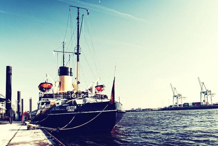 Ice Winter Ship Elbe Hamburg Hamburg Harbour Welovehh Icebreaker Harbour Insights