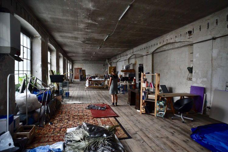 Indoors  Artist Artist Studio Old Buildings Architecture Nostalgia