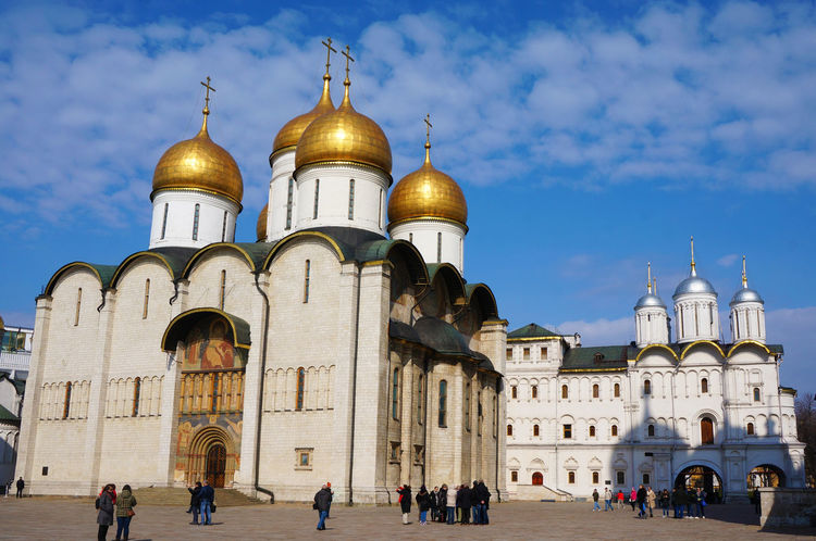 2014 Architecture Church Dome Gold Kremlin Moscow People Religion Russia Russia Orthodox Church Sky Spirituality Uspenskiy Sobor World Heritage красная площадь ウスペンスキー聖堂 モスクワ ロシア ロシア正教会 赤の広場