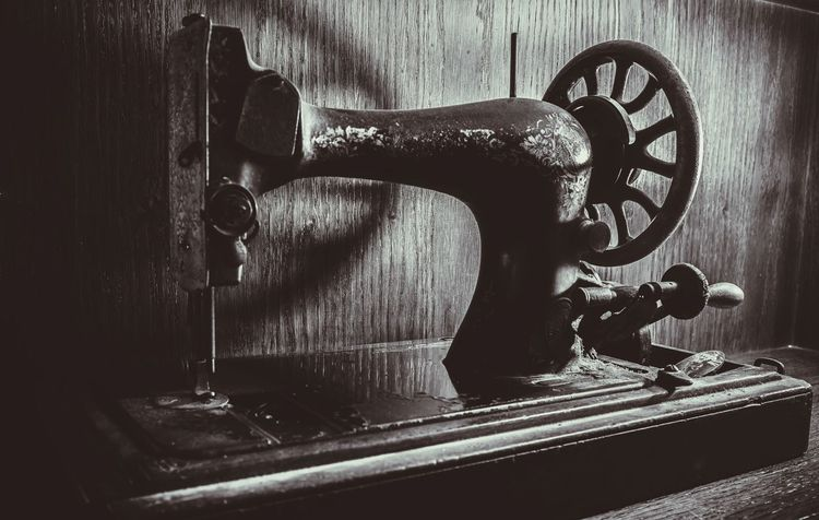 Old-fashioned Retro Styled Sewing Machine Antique Obsolete Close-up Wood - Material Gramophone No People Typewriter Indoors  Day