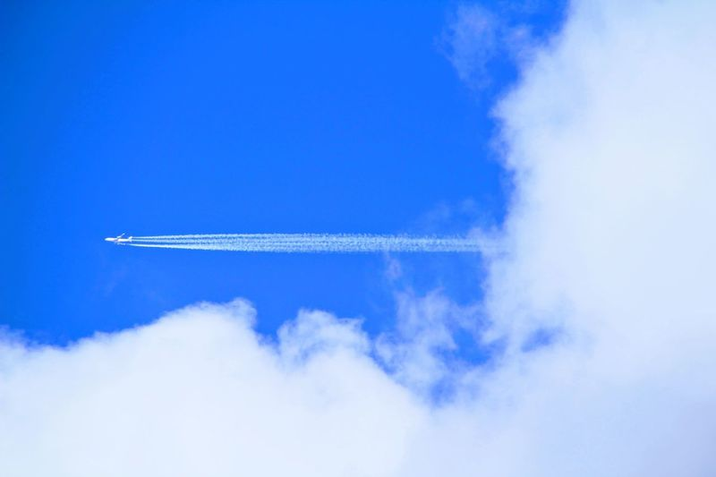 Air Vehicle Airplane Cloud - Sky Vapor Trail Sky Transportation on the move Flying Mode Of Transportation Blue Motion Plane Day