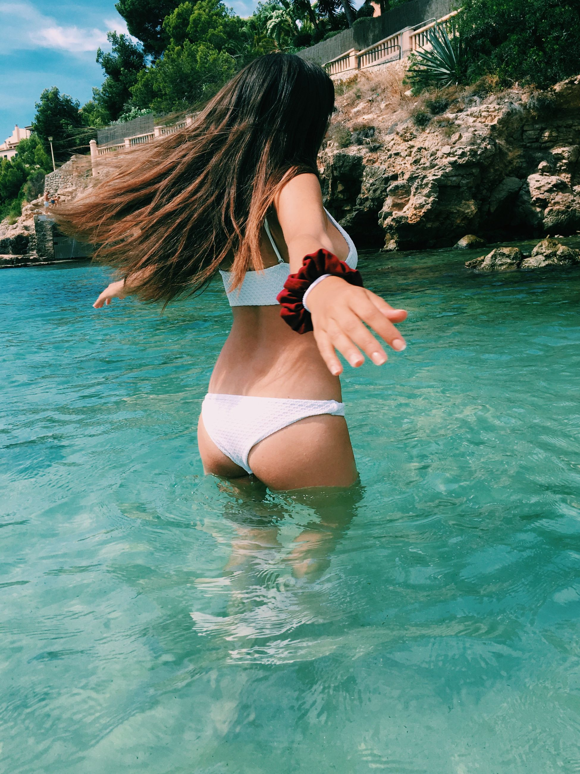water, long hair, young adult, young women, waterfront, tranquil scene, beauty, sea, day, tranquility, scenics, outdoors, carefree, summer, person, vacations, nature, non-urban scene