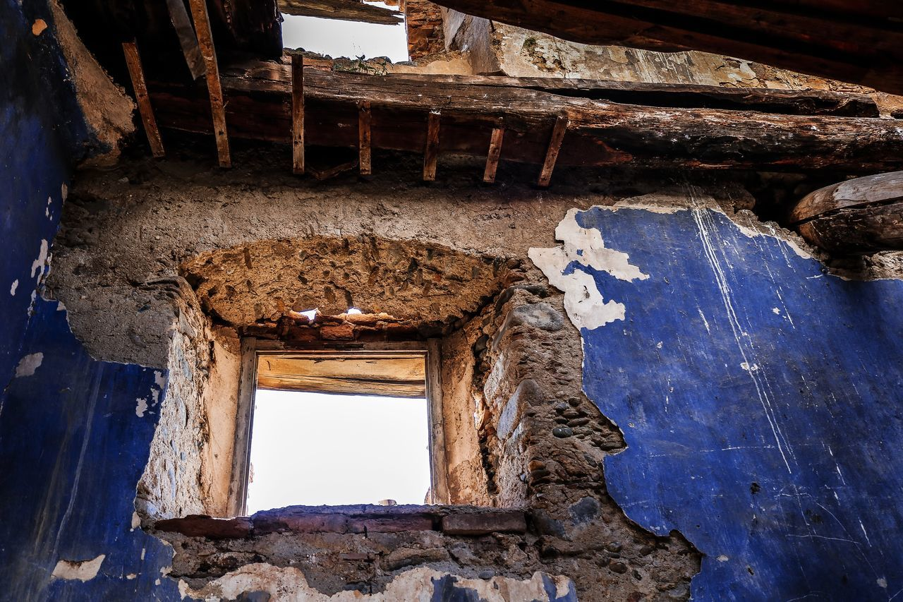 architecture, built structure, damaged, old, indoors, abandoned, building, no people, history, the past, obsolete, day, low angle view, window, run-down, weathered, deterioration, bad condition, decline, ruined, ceiling