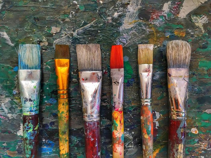 Colorful oil paint brushes Paintbrush Indoors  No People Wood - Material Paint Choice Multi Colored Close-up Palette Day Backgrounds Wallpaper Painter Oil Paint Brushes Painting Art Art Studio Work Tool Art And Craft Dirty Workshop Indoors  Variation Large Group Of Objects