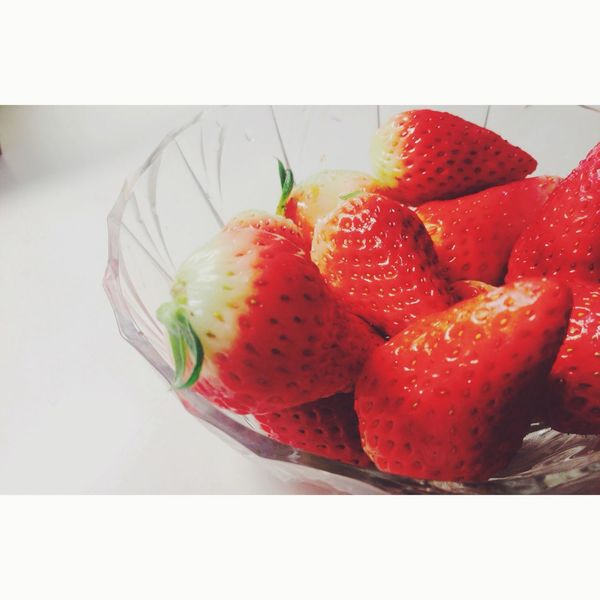 请你吃吃吃草莓?