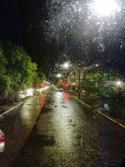 Así me recibió... Water Illuminated RainDrop Wet Drop Car Land Vehicle Torrential Rain Road Weather Transparent
