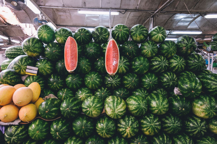 Melon Food And Drink Food Healthy Eating Freshness Wellbeing Fruit Retail  Vegetable For Sale Large Group Of Objects Market Green Color Market Stall Abundance Choice Pepper Variation Red Still Life Arrangement No People Organic Ripe Retail Display Sale EyeEm Best Shots EyeEmNewHere EyeEm Gallery EyeEm Selects