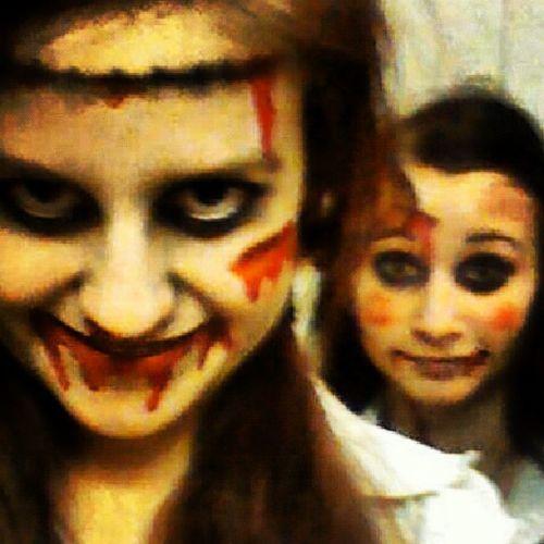 Hehe vi leker med låsas blod Blöd Halloween Zombie Fun