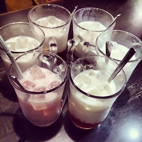 念願のイチゴミルク 6人で乾杯 ビクド