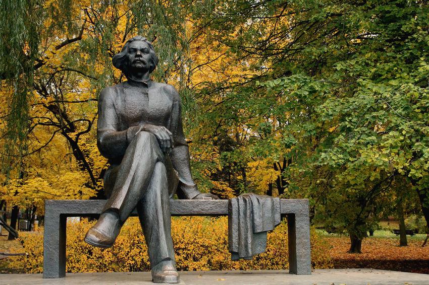 Autumn Autumn Colors Autumn Leaves Belarus Gorky Park Oversized Soviet Era Statue Gorkypark Górki Sculpture Soviet Soviet Art