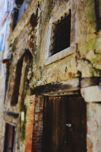 Landscape Oldtown Oldhouse Oldhouses Hystorical Hystorical Centre Old Ruin History Window Damaged Old Close-up Architecture Building Exterior Built Structure Weathered Archaeology Deterioration Abandoned Obsolete Bad Condition Rusty Broken
