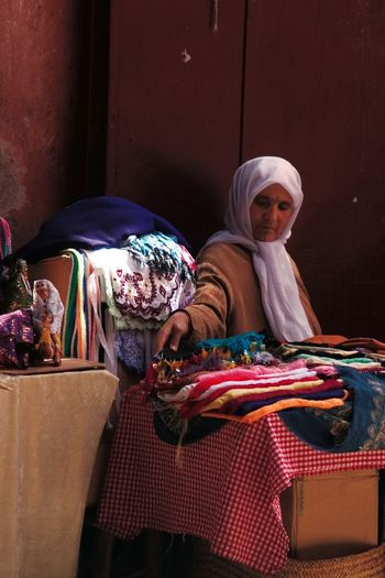 Woman in Bazaar Bazaar Market Middle East Portrait Of A Woman Maghreb Middle Eastern Woman Old Woman Souk Women Around The World