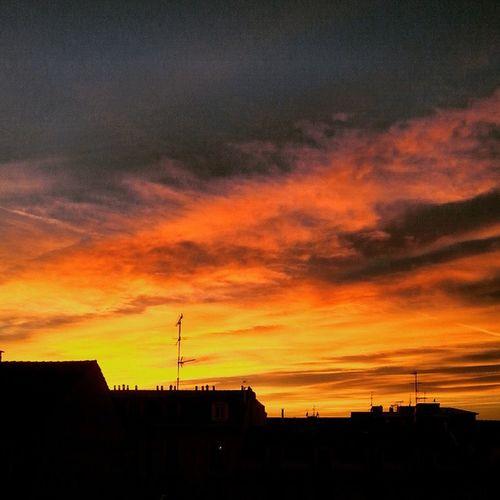 Sunset Milan Sky Winter Colors Colorful Season  Unpodibeitramontiinquestigiorni Ognitantocista Follow Followme Like4like Instagram Instalike Vscoaward Vscocommons Vscofilm Vscocam