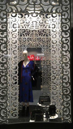 La nostra vetrina di Natale 🎄 Window Display Decorazioni Moda Donna Negozio Di Moda Vetrine Natale 2017 Visual Merchandising Window Fashion Moda