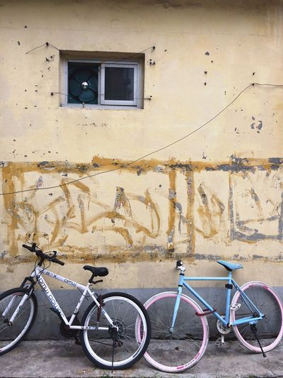 Bicycle Mode Of Transport Wall - Building Feature Transportation Stationary Built Structure Window Architecture Land Vehicle Building Exterior No People Day City Outdoors Bicycle Rack Tire