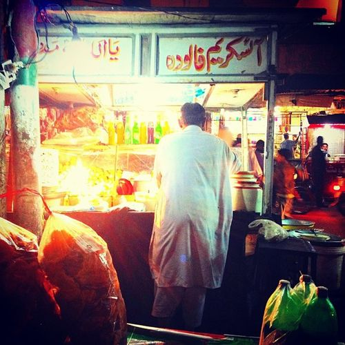 Night Karachi Pakistan Food awsome life moments nightlife foodstreet streetsofpakistan photograph photooftheday photography picoftheday best bestshot bestoftheday random lights glow pepsi spicy delicious food
