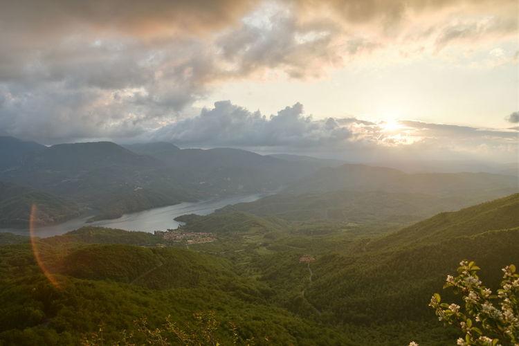 Nuvole Panorama Tramonto Lago Lago Del Salto Raggi Solari