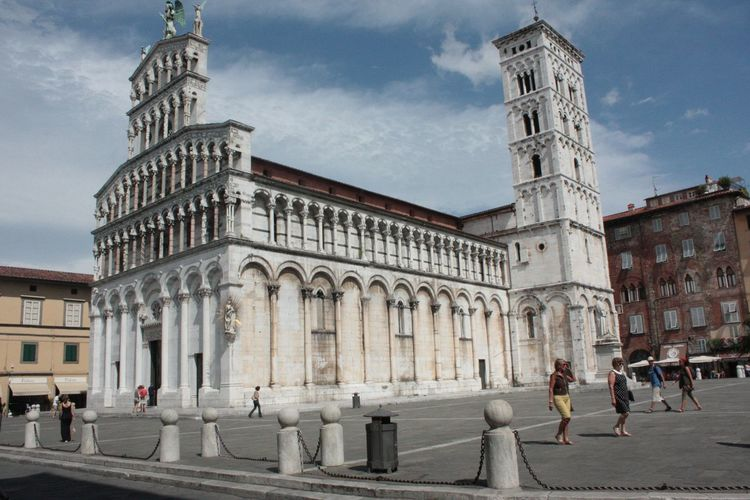 Architecture Astronomical Clock Building Exterior Cathedral Churches Churches Collection City Clock Tower Day Dom Duomo Italy Italy❤️ Kirche Large Group Of People Lucca Lucca Italy Outdoors People Place Of Worship Sky Tower Travel Travel Destinations Tuscany