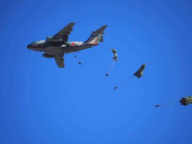 Skydiving Paratrooper SOAR HIGH Military Airplane Military Airplane Blue Sky Clear Sky Skyscape Air Show Airshow Enjoying Life The Purist (no Edit, No Filter) Airborne EyeEm Best Shots - Airplane EyeEm Best Shots Taking Photos Walking Around Snapshot お写ん歩
