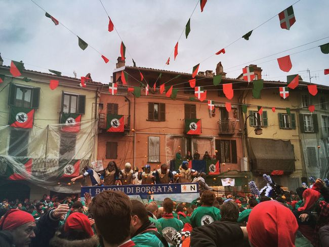 Carnival Crowds And Details Battle Of The Oranges Large Group Of People Ivrea Carnivale Di Ivrea Oranges