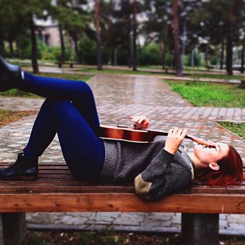 Young Photo Of The Day Day Rain Guitar Uculele Freshness Real People Lifestyles Leisure Activity Relaxation One Person Nature Talents Music Young Musicians Canonrussia Young Adult Lying Down Canon_photos