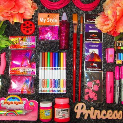 Art attack! I'm gonna make some cute DYIs this week, hehe... DIY Artattack Artsy PinkAttack Pink Crayola Sharpie Glitters