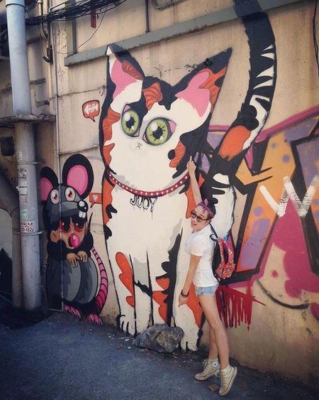 The Encounter with Judy Cat Cats Kittycat Alley Backalley Rat Graffiti Streetart Streetartist Streetartists Street Art ArtWork Photographyart Photography Girl Asian  Beautiful Model City Bangkok Thailand