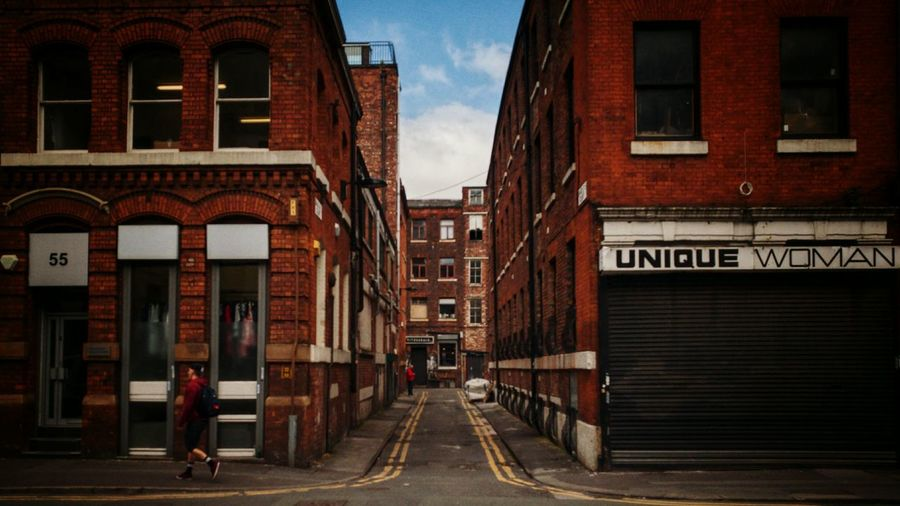 The red brick buildings preserved in Manchester's Northern Quarter is just one of the many reasons I adore this place. With all the modern new builds popping up I think this area is one of the best looking in Greater Manchester. Manchester Manchattan Northern Quarter Red Brick Red Brick Walls HuaweiP9 Leicap9 Leica
