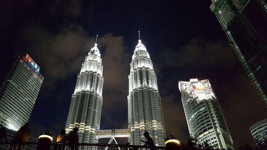 Night Light Petronas Twin Towers Kuala Lumpur Kuala Lumpur Malaysia  Silhouette Lights And Shadows Lights Nightphotography Politics And Government Tree Tall - High Tower