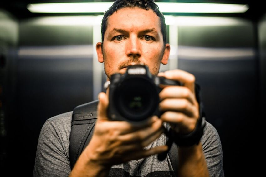 Eyeemphoto Headshot Lifestyles Leisure Activity Indoors  Focus On Foreground Casual Clothing Looking At Camera Front View Holding Person Young Adult Facial Expression Selfie ✌ Reflected
