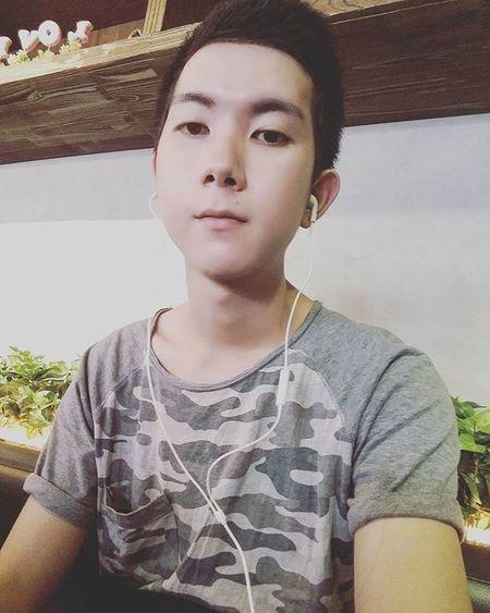 Coffee 1 mềnh can tội hẹn ngta mà mình lết tới sớm hơn cả tiếng đồng hồ ! Hoho 😂😂😂😂😂 Vietnam Vietnamboy Boy Girl Coffeebene Asian  Chinaboy Coffeetime Alone