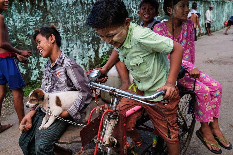 A group of kids riding a rickshaw on the riverfront in Yangon, Myanmar 2017. Togetherness Happiness Outdoors Dog Myanmar Burma Yangon Rickshaw Streetphotography Street Photography Fujifilm_xseries FUJIFILM X-T2