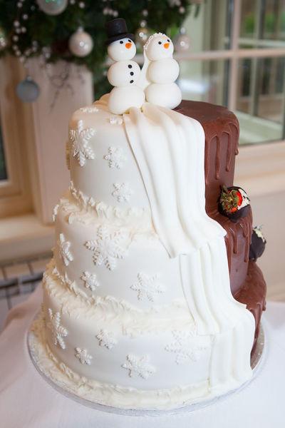 Christmas Love Bride Cake Celebration Christmas Wedding Dessert Food Life Events Sweet Food Wedding Wedding Cake Wedding Cake Figurine