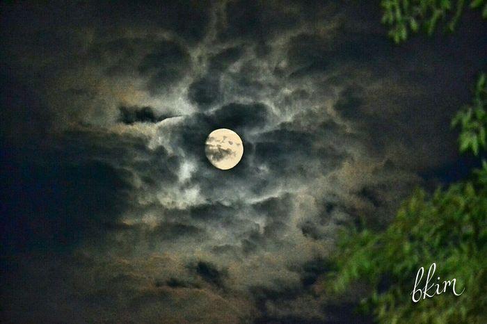 Moon Beautiful Moon  Goodnight Moon :) Follow Me Love To Take Photos ❤ Nikon D3200 Nikonphotography Nikon 🎈👻