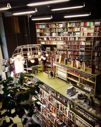 И по магазинам Мы будем носиться в ожидании чудес Питер книжный Books Bookstore подписныеиздания