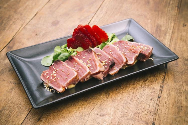 Canon Dish Fillet Fish Food Garnish Gourmet Healthy Eating Japaneese Food Plate Raw Rustic Wood Sashimi  Scaninavian Food Sesame Strawberry Tataki Tuna Vegetable Wood - Material