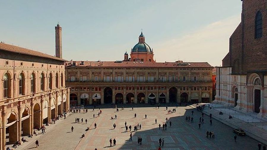 Ya that happened today in Bologna For our project study we decided to observe the city from a different point of view and we pretended to be tourists. But then time flied and we had to hurry down. Joytourbo Labellabologna Piazzamaggiore Sunnyday Sunnydays Tuesdays  Ig_bologna Ig_panorama Ig_view Panorama Panoramic Fromthetop Imnotleaving Piazza SanPetronio Ig_travel Ig_today Loves_bologna Tagsforlikes