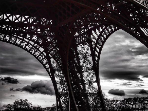Effel Tower La Tour Effel Paris City Urban Geometry Geometric Shapes Urban EyeEm Best Shots Beautiful Cloud And Sky