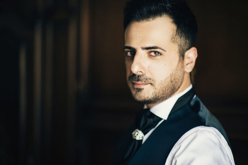 Adult Beard Beautiful People Confidence  Focus On Foreground Formalwear Front View Hairstyle Handsome Headshot Indoors  Lifestyles Looking At Camera Men Menswear One Person Portrait Real People Suit Young Adult Young Men